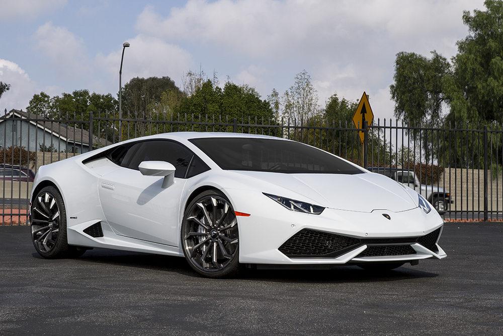 Lamborghini Huracan Mounted on Concave Wheels