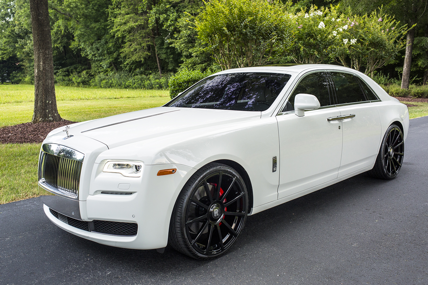 Rolls Royce Ghost White With Black Rims