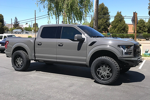 Ford Raptor On Finestro-T