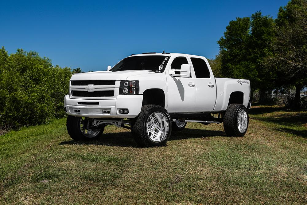 Chevrolet Silverado 10″ Lift plus Terra Off-Road