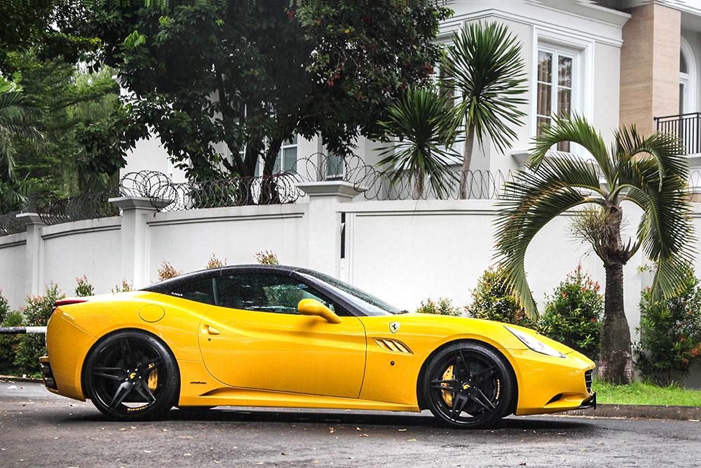 California Hornet - Ferrari California On F2.10 In Matte Black