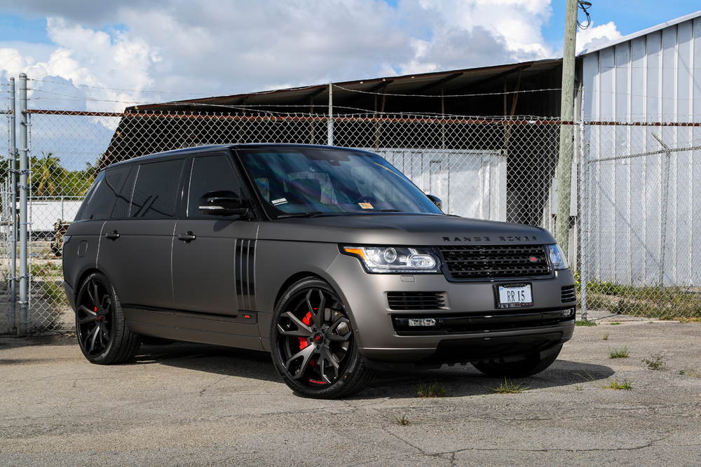 Range rover in black colour dress