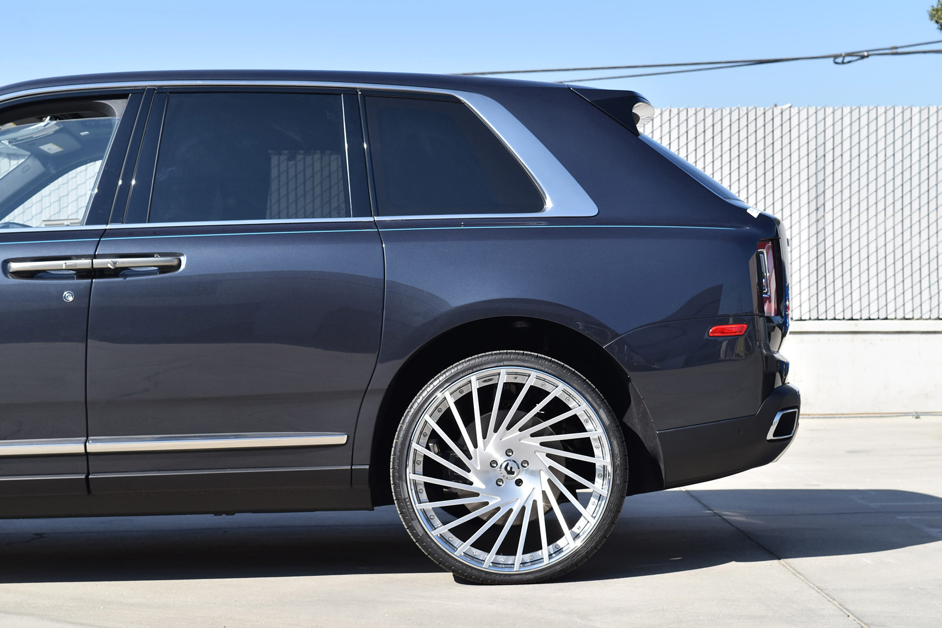 rolls royce cullinan on 26 inch forgiato wheels. Black Bedroom Furniture Sets. Home Design Ideas