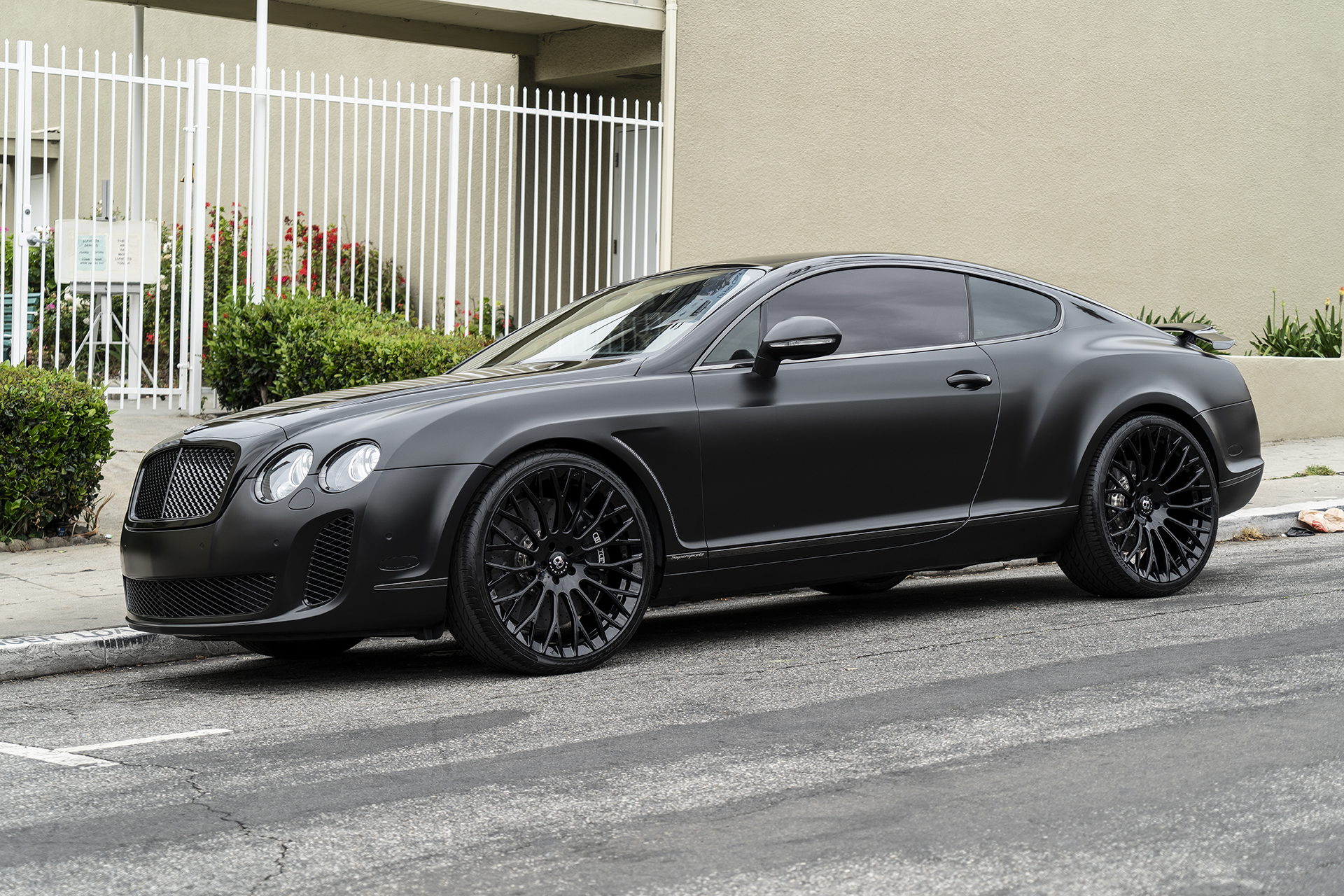 Verrassend Blacked-Out Bentley Continental SuperSports on Forgiato RDB Wheels OH-85